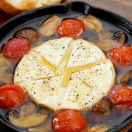 インパクト抜群で家族や友人に振る舞いたい!カマンベールチーズを丸ごと使ったキャンプ飯3選
