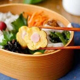 竹串と菜箸で変身!花形・りぼん卵焼き